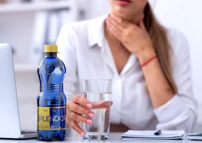 ¿Beber agua realmente ayuda si estoy resfriado?
